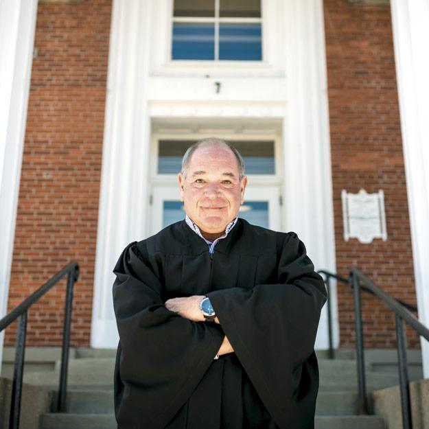 """Ένας δικαστής δίνει """"περίεργες"""" ποινές σε όσους κακοποιούν ζώα!"""